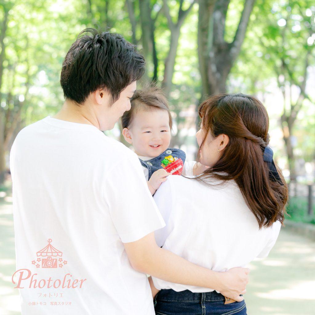 定禅寺通りで過ごす家族の写真